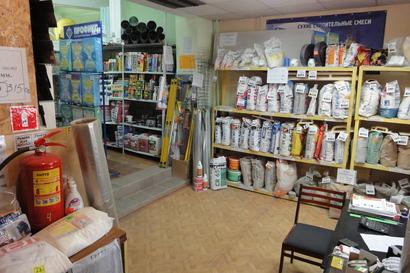 1_kassir-prodavec-v-magazin-stroitelnyh-materialov